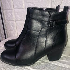 NWT Catherine's black wide width boots 11W